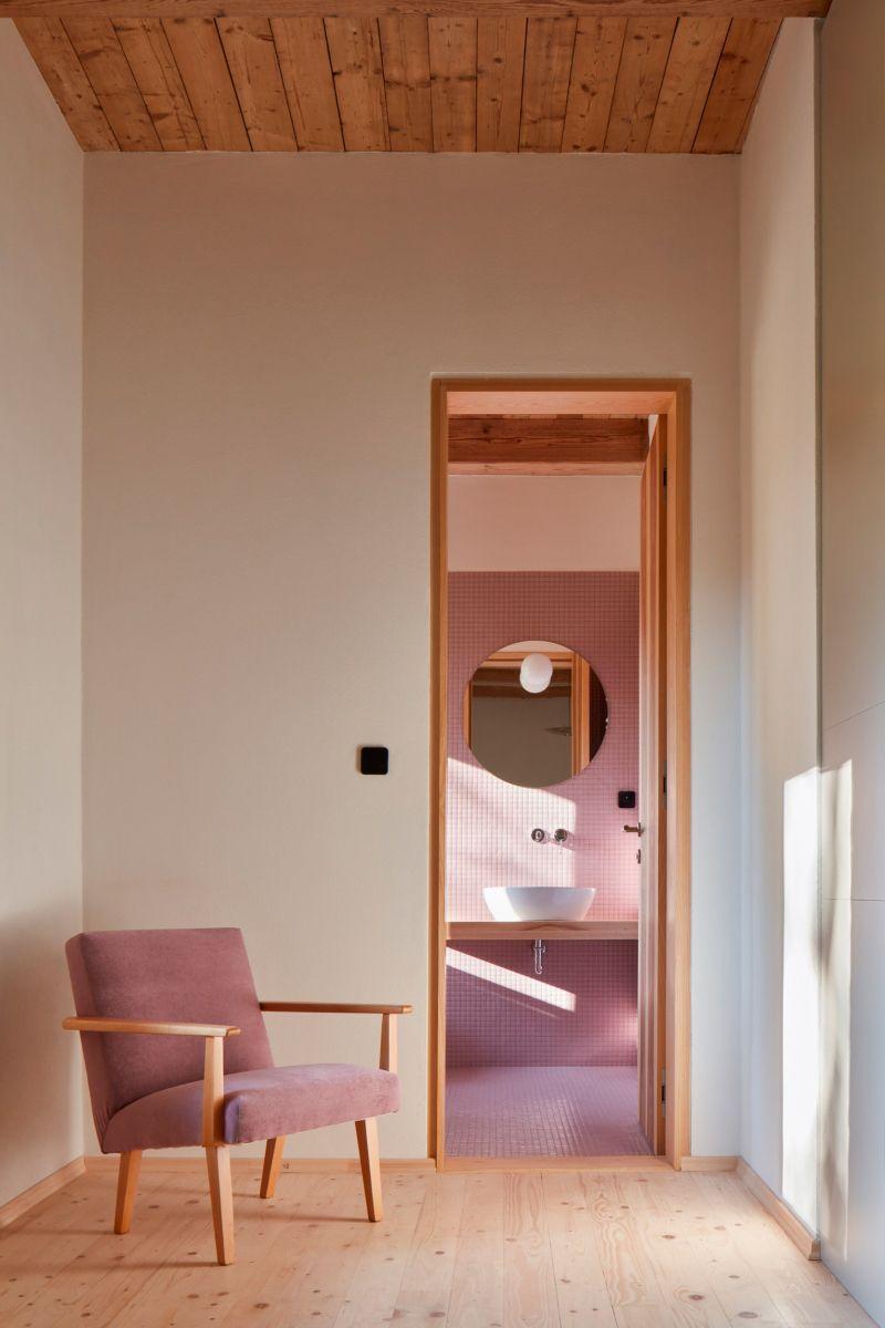 Koupelna obklad z růžové mozaiky Hisbalit 255